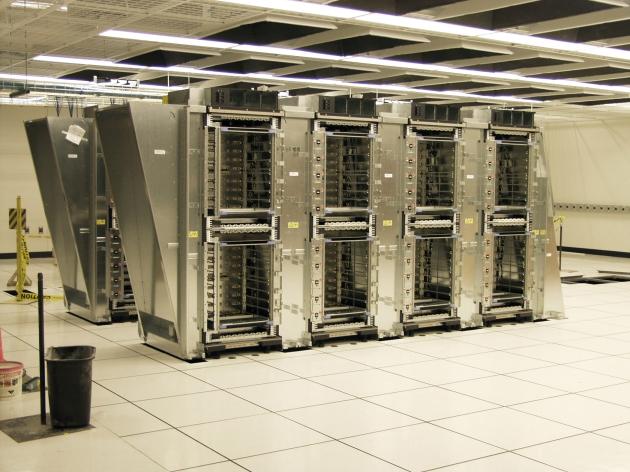 في العام 2025 ، عندما تصل قدرة الحاسوب العملاق على تنفيذ   1000000000000000000000 (10 مرفوعة للقوة 20 ) من العمليات حسابية ذات الأعداد الطبيعية (اي بإستخدام الأرقام ذات الفاصلة العشرية ) ، سوف يتمكن الحاسوب العملاق من محاكاة العمليات المنطقية التي تجري في الشبكة العصبية لعقل الإنسان