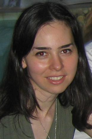في بحث هام جداً، الأستاذة البروفيسورة دينا الكتابي، أستاذة الهندسة الكهربائية في معهد ماساشوستس، و خريجة جامعة دمشق 1995، تبدع حلاً مشكلة توزيع الطيف الكهرومغناطيسي.